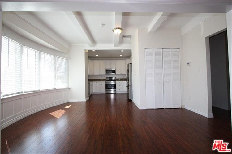 605 N HOBART, Los Angeles, CA 90004