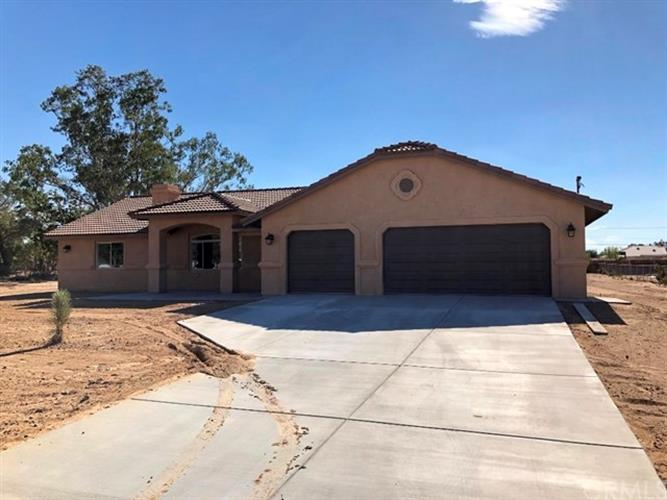 11638 Redwood Avenue, Hesperia, CA 92345