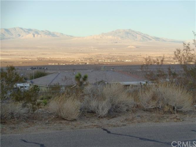 32323 Emerald Road, Lucerne Valley, CA 92356
