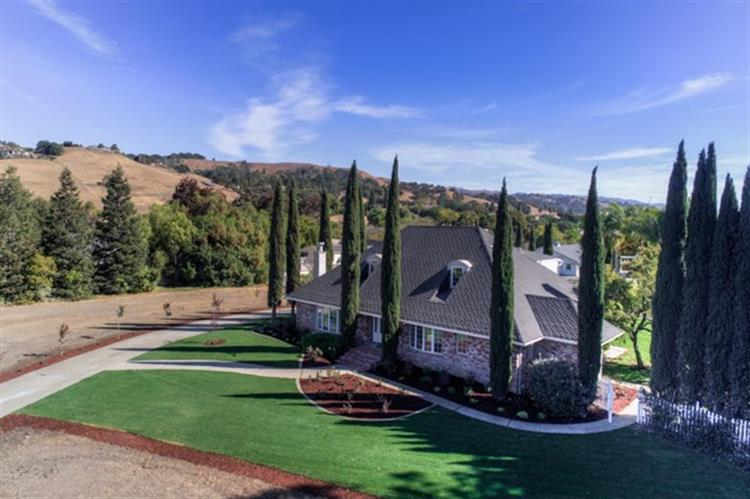 1972 Alpet Drive, Morgan Hill, CA 95037