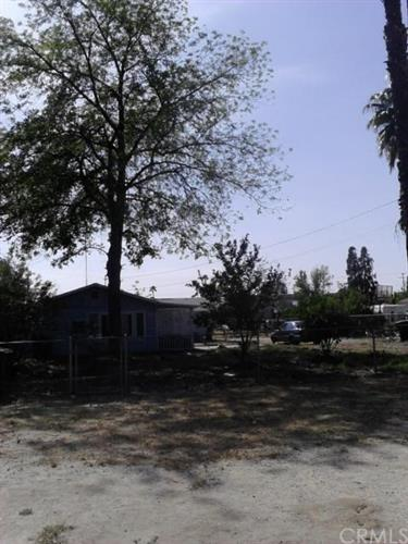 137 N Mayflower Street, Hemet, CA 92544