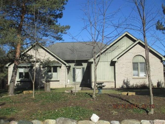 1860 LOON LAKE RD, Commerce Township, MI 48393