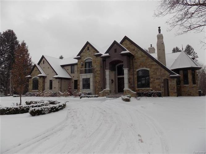 281 NANTUCKET DR, Bloomfield Hills, MI 48304