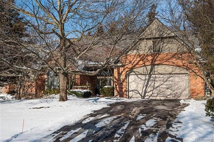 208 NORCLIFF DR, Bloomfield Twp, MI 48302