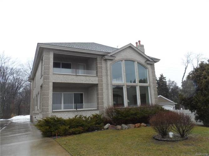 3678 ORCHARD LAKE RD, West Bloomfield, MI 48324