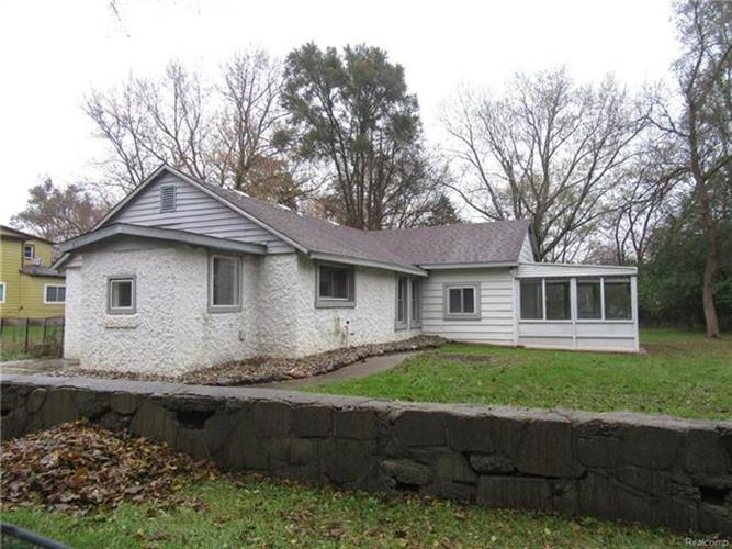 5263 TUBBS RD, Waterford Township, MI 48327