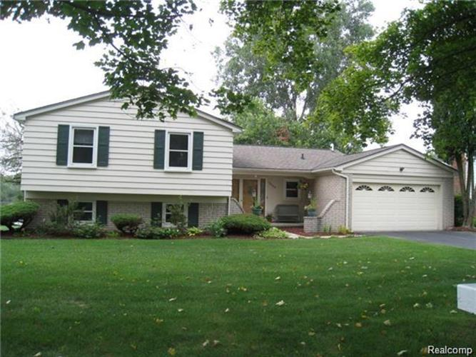 5009 SHORELINE BLVD, Waterford Township, MI 48329