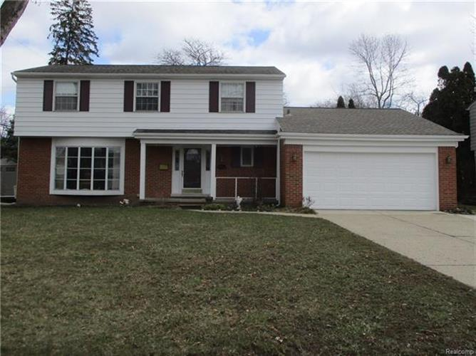4082 WASHINGTON CRESCENT DR, Troy, MI 48085