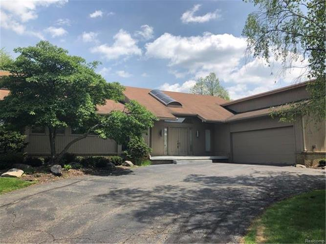4019 WINTERSET LN, West Bloomfield, MI 48323