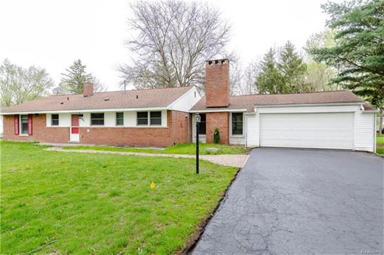 6881 W DARTMOOR RD, West Bloomfield, MI 48322
