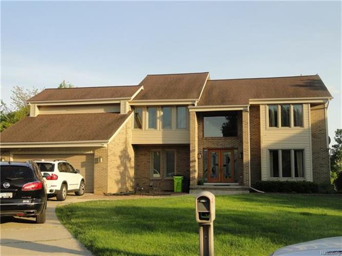 5495 KINGSWAY CRT, West Bloomfield, MI 48322