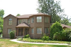 5695 Deerwood LN, Commerce Twp, MI 48382