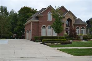 55400 WHISPERING HILLS DR, Shelby Twp, MI 48316 - Image 1