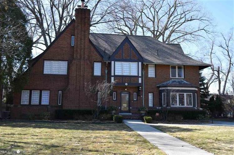 915 BERKSHIRE, Grosse Pointe Park, MI 48230