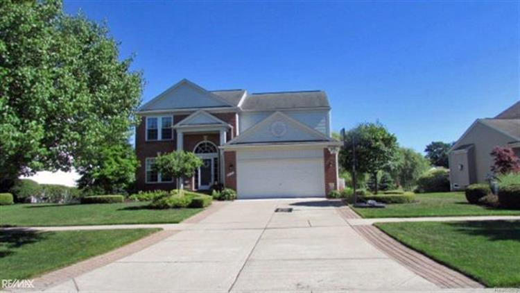 18118 COUNTRY CLUB DR, Macomb Township, MI 48042