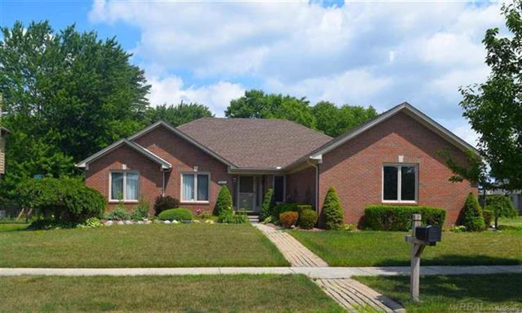 36551 MAPLE LEAF DR, New Baltimore, MI 48047