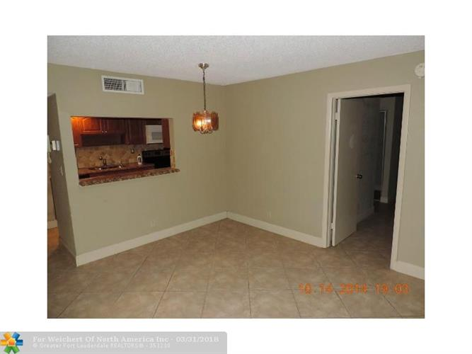 210 Lakeview Dr, Weston, FL 33326 - Image 1