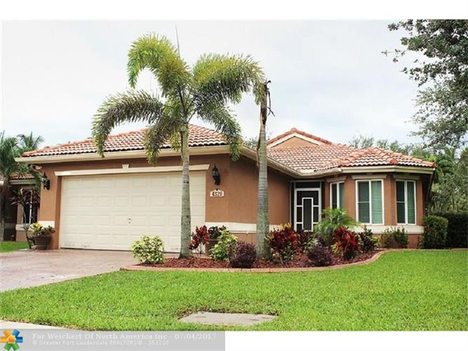 4320 Banyan Trails Dr, Coconut Creek, FL 33073