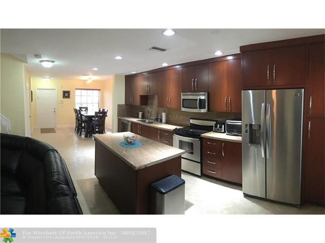 2872 NW 99th Ter, Sunrise, FL 33322