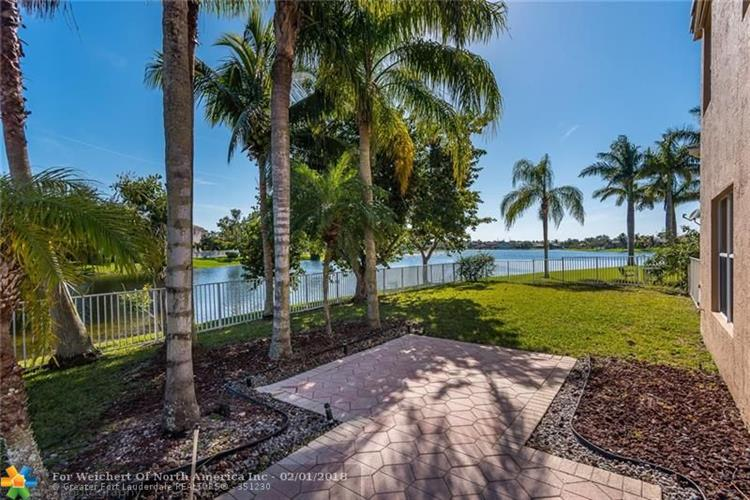11660 NW 52nd Ct, Coral Springs, FL 33076