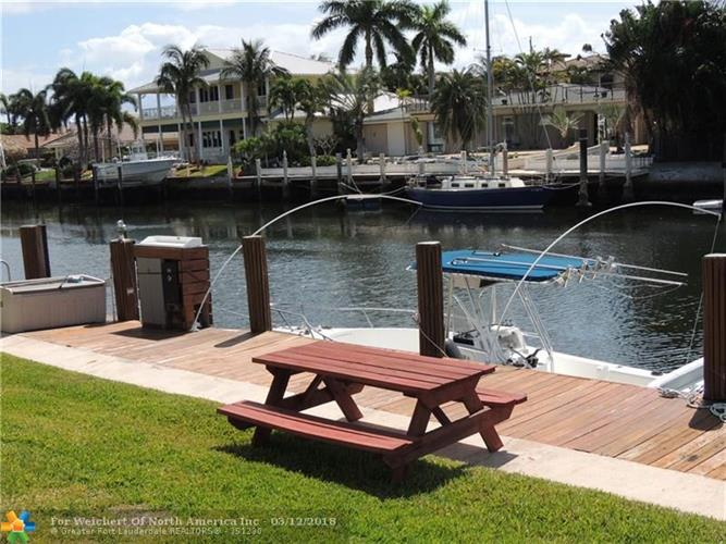 2330 NE 36th St, Lighthouse Point, FL 33064