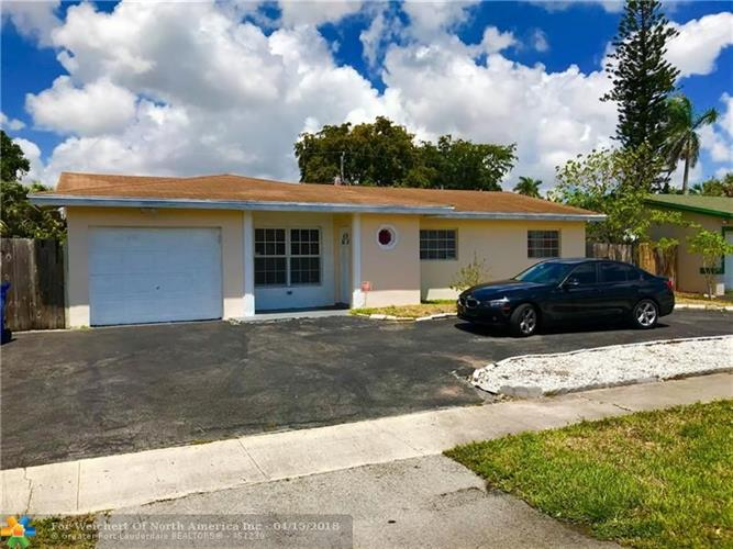 4521 NW 34th St, Lauderdale Lakes, FL 33319