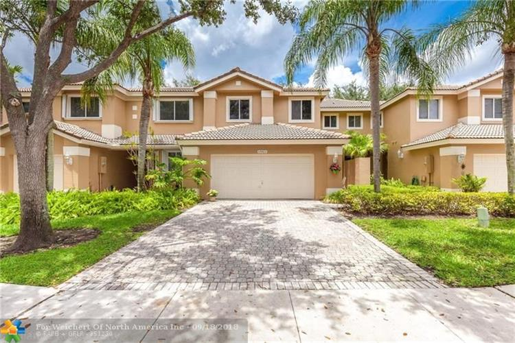 15811 SW 10th St, Pembroke Pines, FL 33027