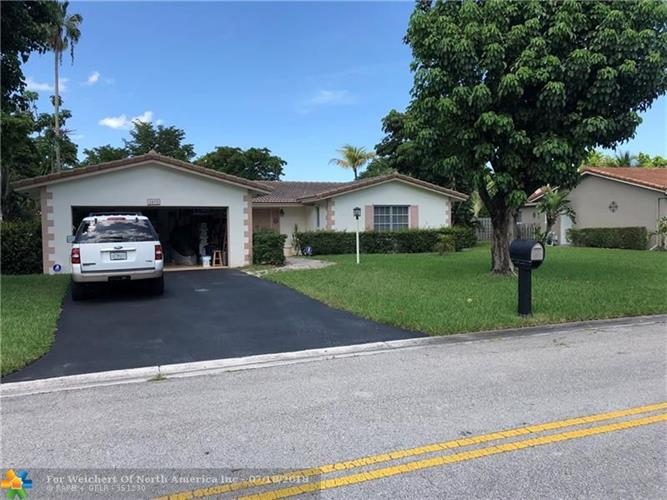 8495 NW 29th Ct, Coral Springs, FL 33065
