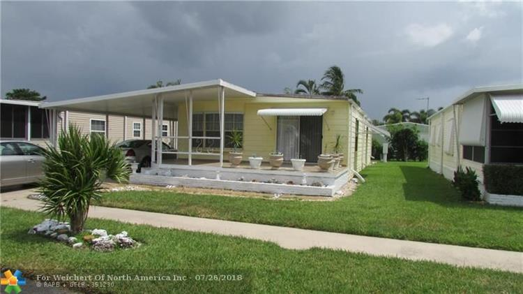 262 NW 53rd St, Deerfield Beach, FL 33064