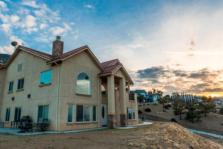 1014 Lake View Drive, Palmdale, CA 93551