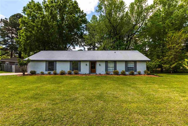 100 CHANNEL LN, Madison, MS 39110