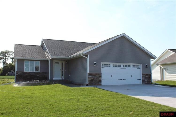 2378 Rolling Green Lane, North Mankato, MN 56003