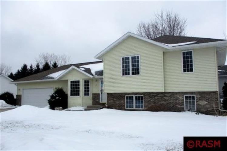 23 La Mar Court, North Mankato, MN 56003