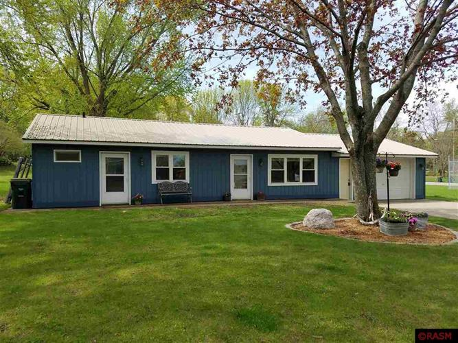816 E Paquin Street, Waterville, MN 56096