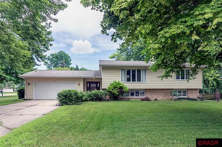 402 Normandy Court, North Mankato, MN 56003