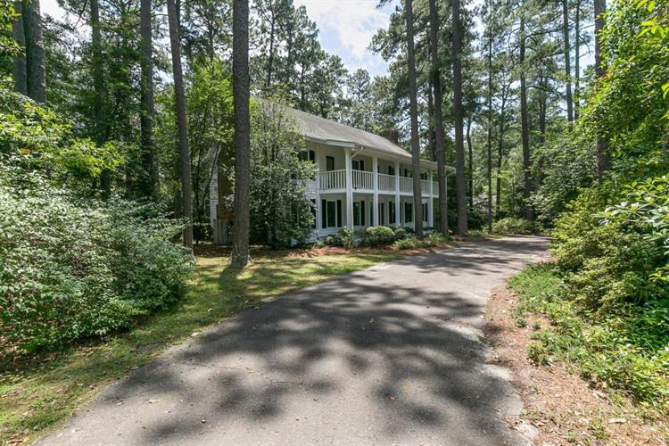 155 N Valley Road, Southern Pines, NC 28387