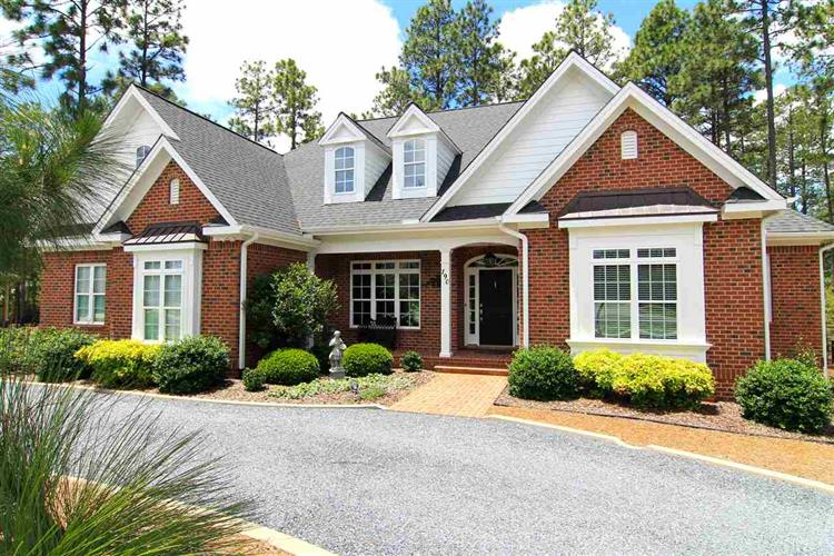 190 Wiregrass Lane, Southern Pines, NC 28387