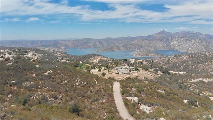000 Yerba Valley Way, Lakeside, CA 92040