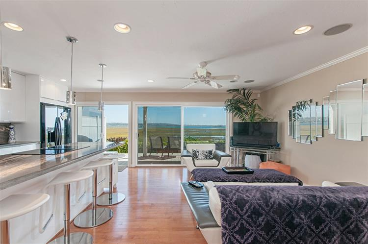 3995 Crown Point Dr, San Diego, CA 92109 - Image 1