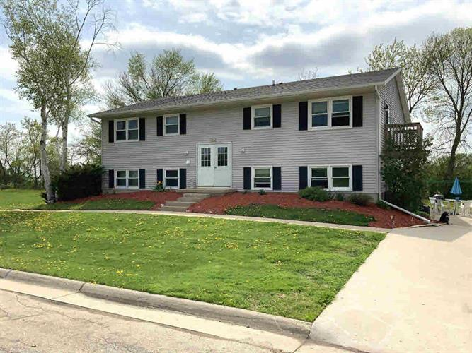 32 Pine Ridge Ct, Watertown, WI 53094 - Image 1