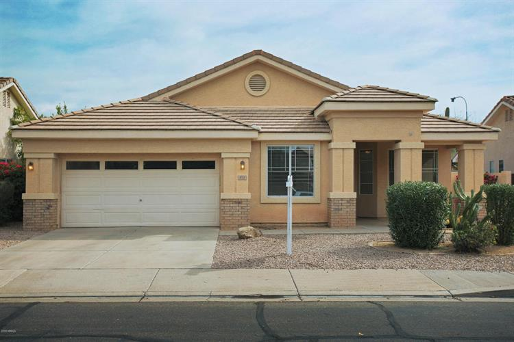 831 N Cambridge Place, Chandler, AZ 85225