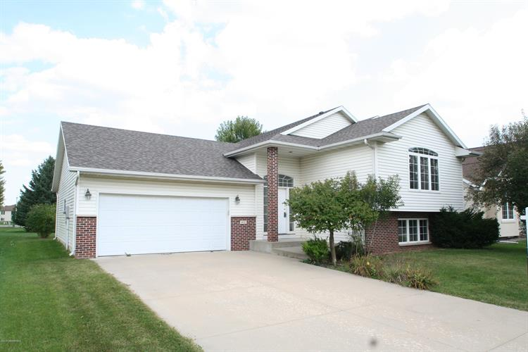 412 Waterview Lane NW, Rochester, MN 55901