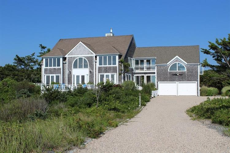 95 Racing Beach Avenue, Falmouth, MA 02540