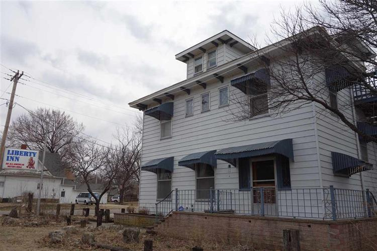 601 W 9th Ave, Winfield, KS 67156
