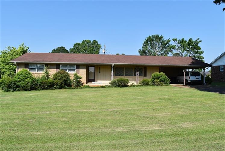 2309 Chickasaw Dr, Florence, AL 35630