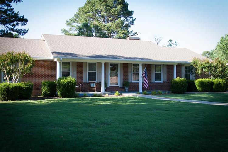 2013 Berry Ave, Florence, AL 35630