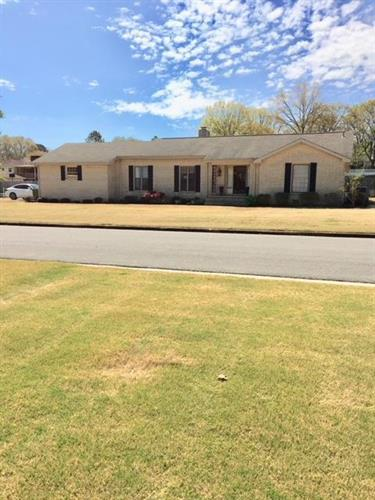 2106 Virginia Ave, Muscle Shoals, AL 35661