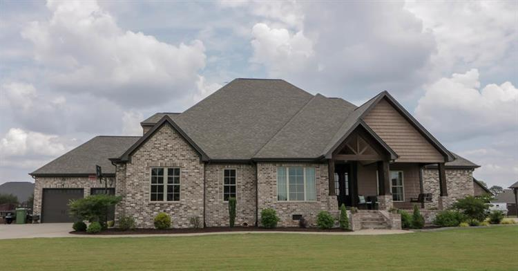 57 Holli Ln, Muscle Shoals, AL 35661