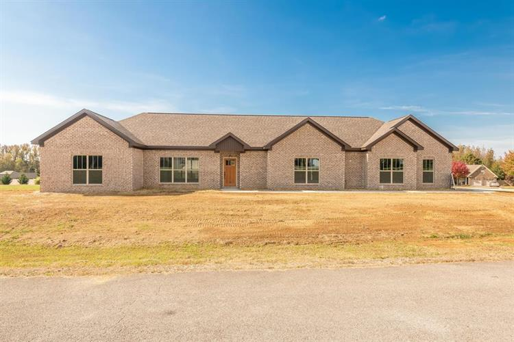 64 Maplewood Cr, Killen, AL 34645 - Image 1