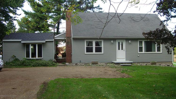 4389 E Pratt Road, Saint Johns, MI 48879